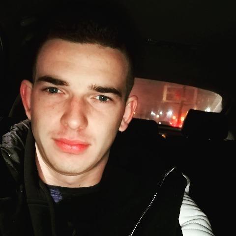 Viktor, 22 éves társkereső férfi - Miskolc